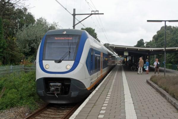 Station NS te Bloemendaal op 5 minuten lopen vanaf de IJsbaan Haarlem